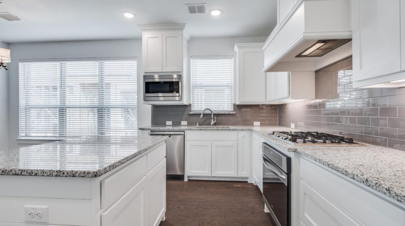 CB JENI Homes Vista del Lago subdivision 2746 Vista Park Lane Lewisville TX 75067
