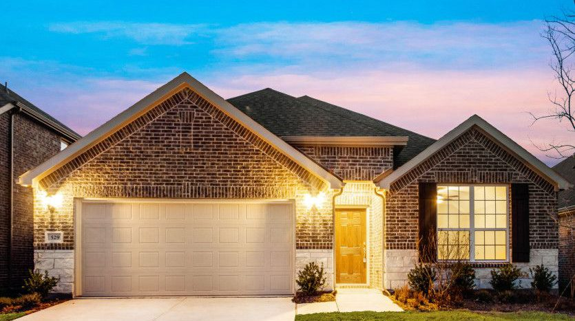 Pulte Homes Auburn Hills subdivision 2601 Strand Lane McKinney TX 75071